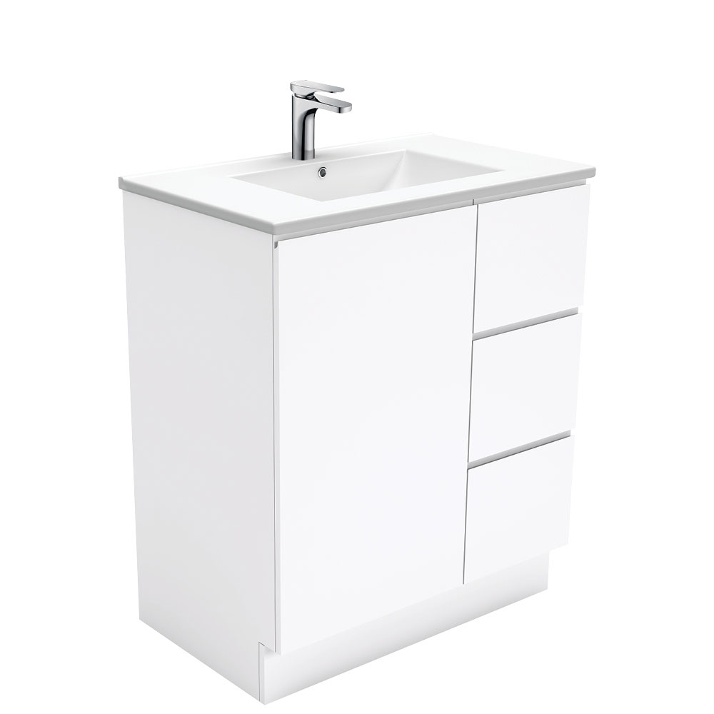 Dolce Fingerpull Gloss White 750 Vanity on Kickboard