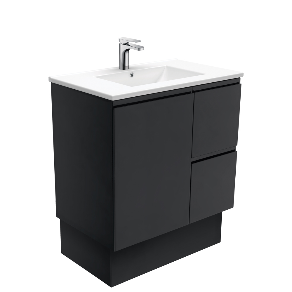 Dolce Fingerpull Matte Black 750 Vanity on Kickboard