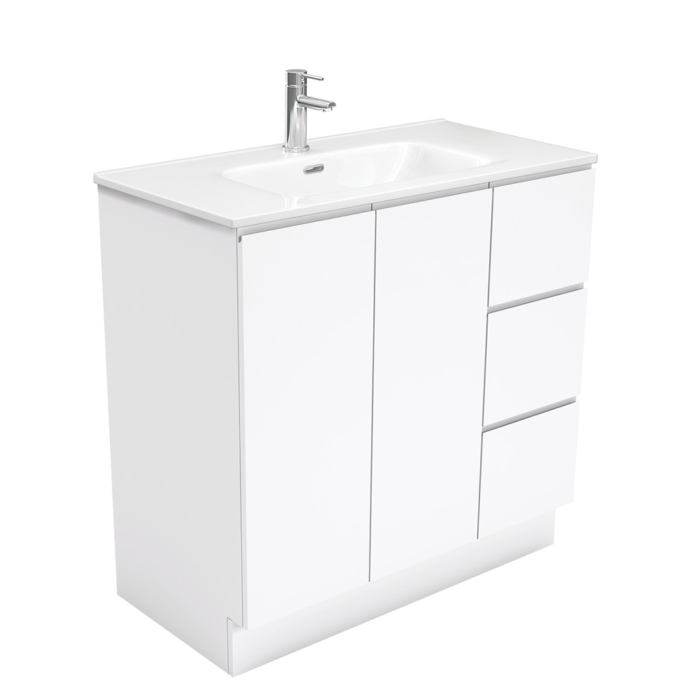 Joli Fingerpull Gloss White 900 Vanity on Kickboard