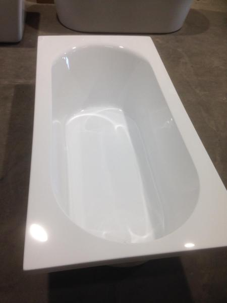 Huge bath - 1900mm long brand new